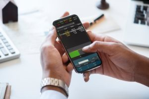 Investing From Your Phone: 5 Tips for the Casual Investor